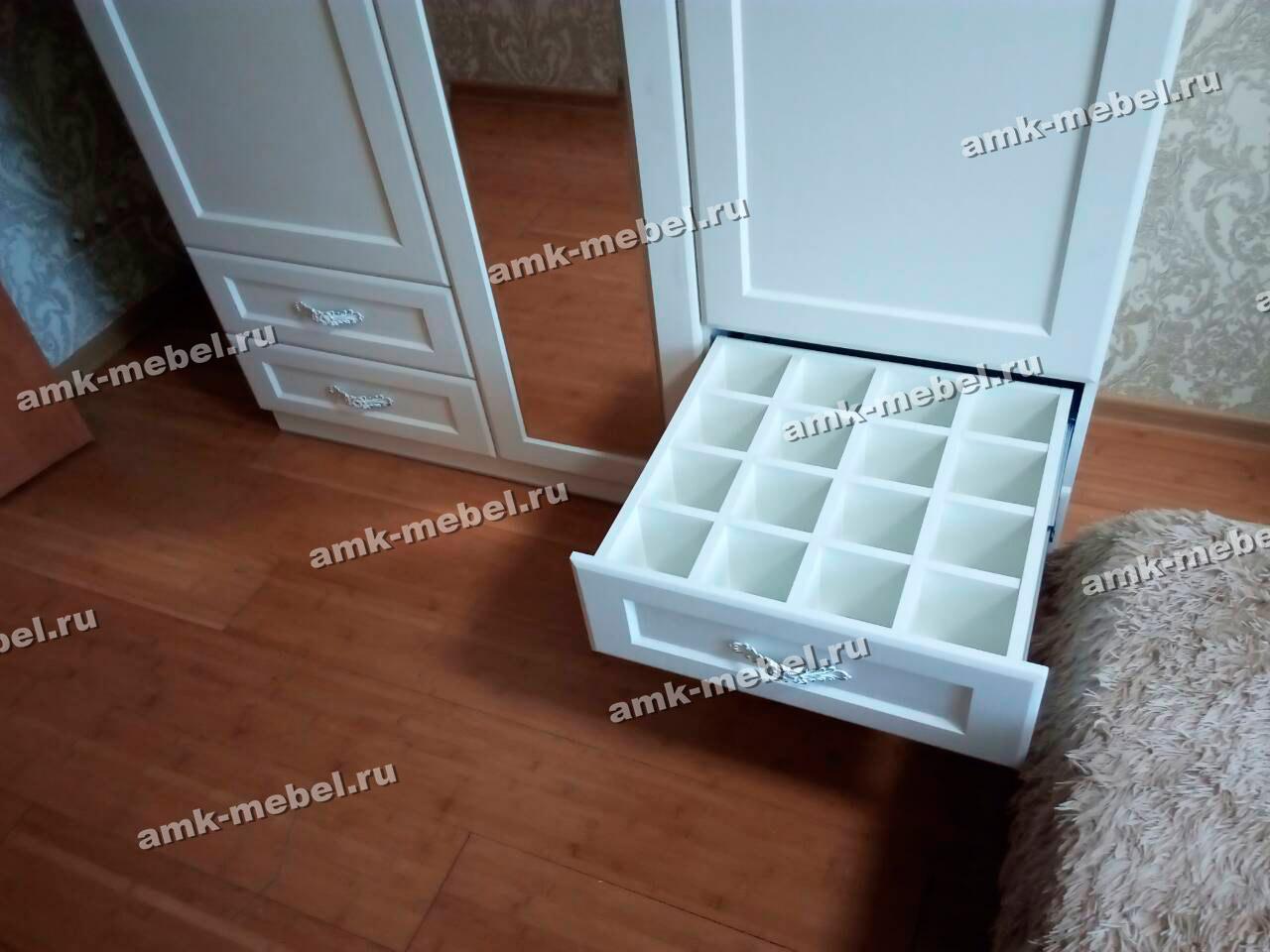 Шкаф МДФ распашной 3-ёх створчатый
