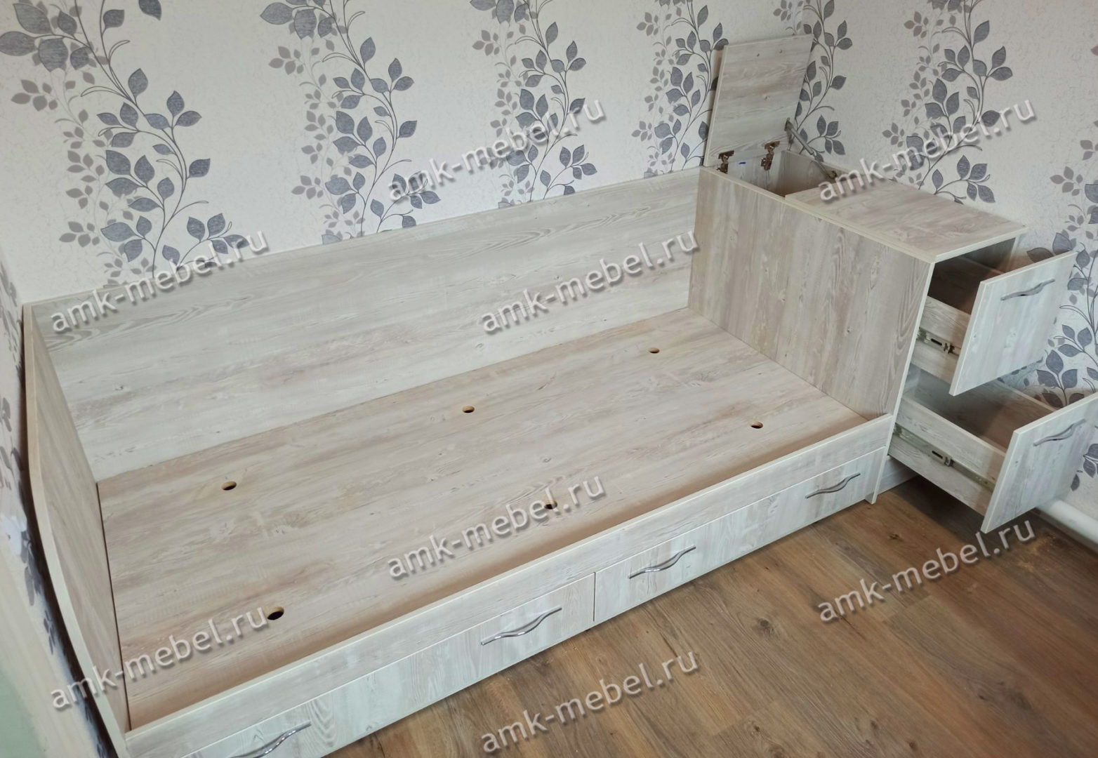 Кровать с тумбой «Жемчужина»